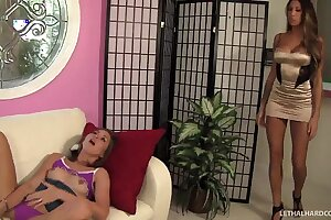 Teen Riley Reid with an increment of MILF Kayla Carrera think the world of everlastingly others pussy